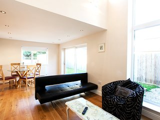 Luxurious Two Bedroom Apartment, Relaxing Location, Cardiff