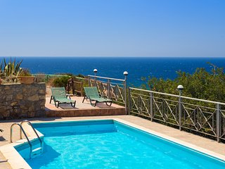 Livadia Villa w/ Private Pool, close to Elafonissi beach, walk to Tavern!