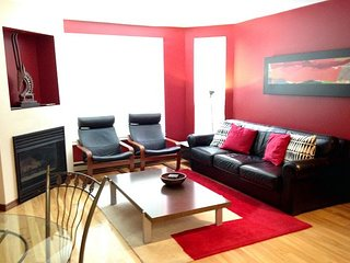 Gorgeous 1 bedroom, Sleeps 4, Shared Outdoor Pool & Hot Tub, Ski in/out, Whistler