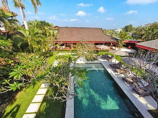 Gorgeous 4BR Villa in Umalas, short distance from Canggu and Seminyak!