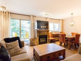 Gorgeous 2 Bed, Sleeps 6, Fully Renovated, Village location!