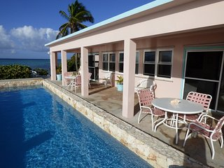 Palm Shores - Ideal for Couples and Families, Beautiful Pool and Beach