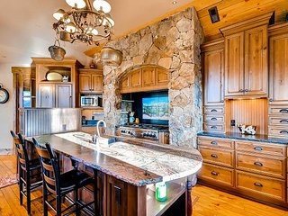 Stunning Highlands Park Custom Masterpiece near Golf Club of Breckenridge!