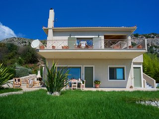 Villa Koralia 4 bedroom house with stunning view