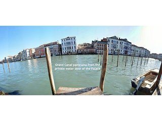 WALTER - Grand Canal 180° panorama with deck access of the Palace, aircond, wifi