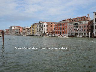 PAULINE - Grand Canal 180° panorama with deck access, high-level, aircond, wifi, Venecia