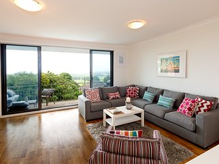 Close to Beach and CBD with Views, Waverley