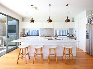 Designer Home near Manly Beaches, Varonil
