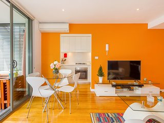Vibrant Sunny Studio Close to Coogee Beach