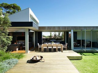 Luxury Family Retreat in Sydney's Inner City Hub, Botany