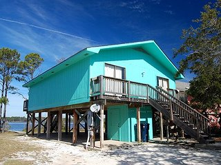 Andrews Cottage: PET FRIENDLY COTTAGE W/PRIVATE PIER ON THE LAGOON.