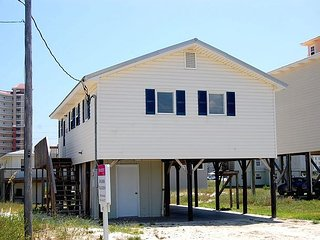 Happy Clam: 3bedroom, 1+ Bath, Pet Friendly House located 2 Blocks from Beach