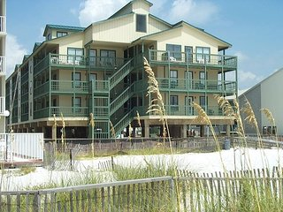 Sundial A1:Beautifully decorated 2br/2ba condo beach side (no view), sleeps 8