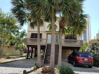 3PalmsW: Beautiful 2bedroom, Pet Friendly House located near beach/shopping