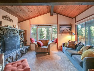 Quiet lakeview home w/ cabin appeal. Amazing location for skiing/hiking/biking!