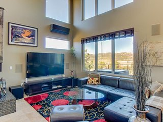 Luxurious modern home with private hot tub and jetted tub