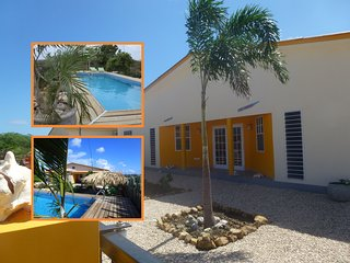 Sunny and colorful apartment with pool and large g, Kralendijk