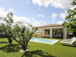 Caux luxury French villa rental with pool near Pezenas (sleeps 10)