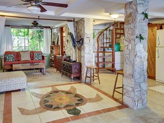Gorgeous oceanfront condo w/ views, shared pools & easy beach access!