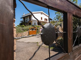 Country House  Mimosa, 15 mins to beach and  towns, set in beautiful countryside, Loiri Porto San Paolo