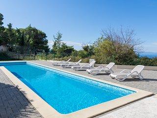 Beautiful Villa with Large Swimming Pool