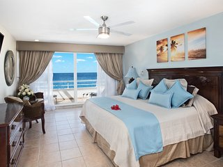 Miramar #301, Stunning Oceanfront 3 bdrm condo, North Shore, Great Snorkeling!