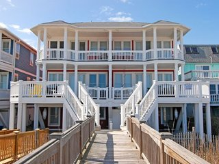 HEAVEN CAN WAIT-GORGEOUS 6 BEDROOM OCEANFRONT, Kure Beach