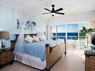 Miramar #402, Beautiful Oceanfront 2 bdrm condo, North Shore, Great Snorkeling!