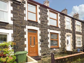 TRYFAN, comfortable modern cottage, WiFi, Sky TV, in Llanberis, Ref 941277