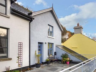 RED KITE TWO, semi-detached, en-suite, pet-friendly, WiFi, gravelled garden, in Avoca, Ref 947207