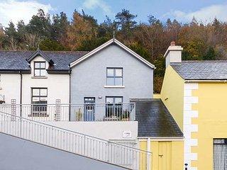 RED KITE TWO, semi-detached, en-suite, pet-friendly, WiFi, gravelled garden, in