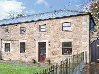 THE COACH HOUSE, woodburning stove, bike storage, walks from the door, Middleton in Teesdale, Ref 948335