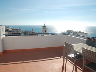 Old Town Modern Penthouse with Amazing Terrace and Views. Shared Pool, Air-Con, Albufeira