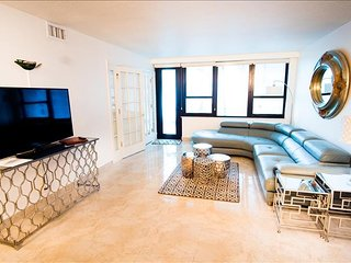 Bedroom in Miami Beach with Pool, Air conditioning, Parking, Washing machine (443915)