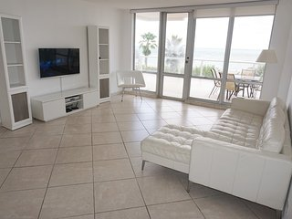 Villa in Miami Beach with Pool, Internet, Parking, Balcony (499508)