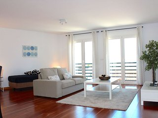 Spacious Vanilla apartment in Graça with WiFi, airconditioning & lift., Lissabon