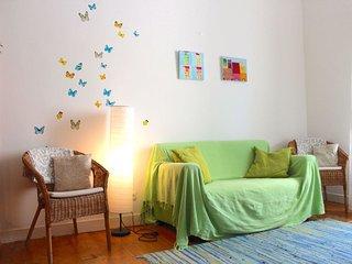 Spacious Halfa apartment in Graça with WiFi.