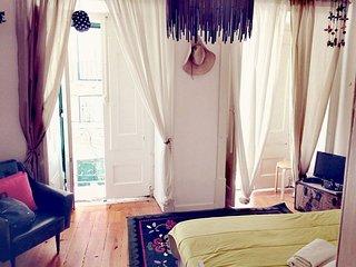 Dela apartment in Alfama with WiFi & balkon., Lisboa