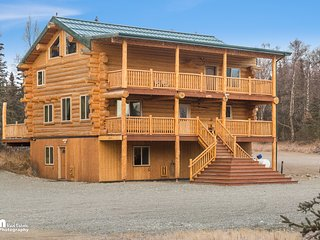 Alaska Knotty Pine B&B is a hand scribed log home, Palmer