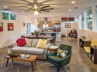 Modern 3 Bedroom Minutes From Downtown Austin