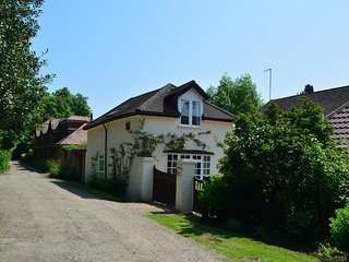 43108 Cottage in Chobham, Camberley