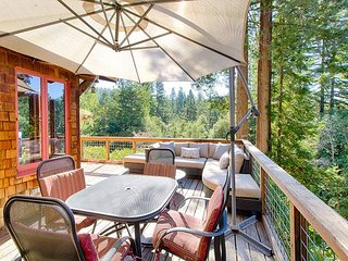 3BR, 2BA Peaceful Sonoma Home Under the Redwoods - Near Downtown Guerneville