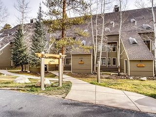 3BR, 2.5BA Keystone Condo in Pines Complex w/Hot Tub and Pool, Dillon