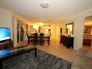 Anaheim Family Lodge | SPACIOUS LIVING | GAMES ROOM | by Getastay, Upper Coomera