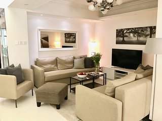 LUXURY! BIG! 4BED/2BATH TSIM SHA TSUI, SUBWAY 1min