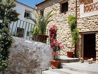 Casa rural-Casa Grande with 3 rooms in Chiclana de Segura, with wonderful mountain view, furnished terrace and WiFi