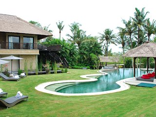 Luxury 5BR Villa in Pererenan, Canggu - 10 minutes walk to the beach!
