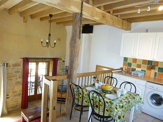 Close to Sarlat barn conversion, full of charm, pool, views WIFI great location