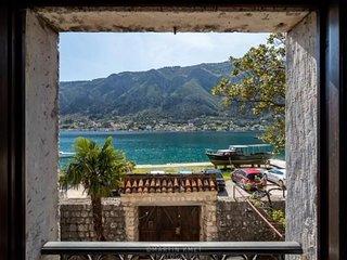 Amazing Villa Lida on the sea, Dobrota