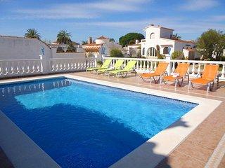 Apart-rent (0038) Villa al canal con piscina & amarre en Empuriabrava